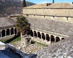 Claustro de la ex catedral de San Vicente, Conjunto histórico de Roda de Isábena- Archivo del Gobierno de Aragón